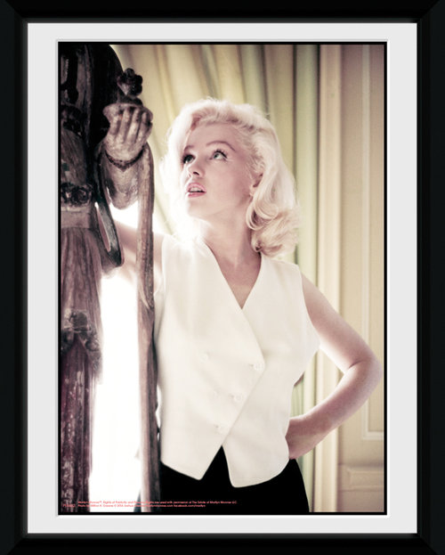 Marilyn Monroe Standing Framed Collector Print