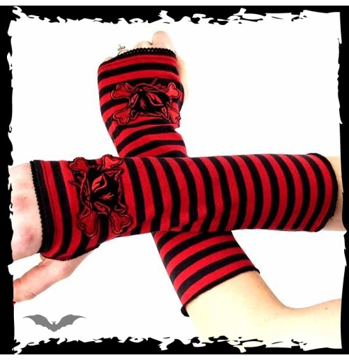 Arm warmers. Black / red striped. Catbon
