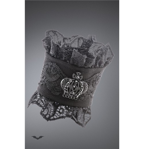 Lace gloves with brooche